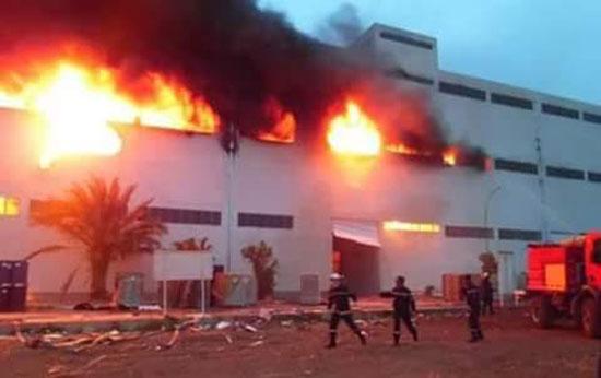 حريق بمصنع أسمنت حديد بسوهاج والنيابة تبدأ التحقيق