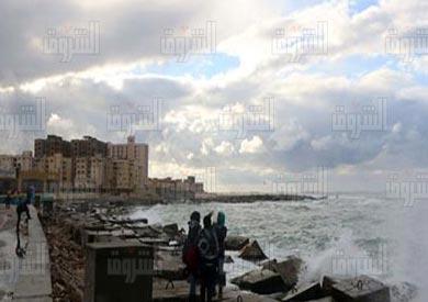 استمرار حركة الملاحة في بوغازي الإسكندرية والدخيلة رغم تواصل سقوط الأمطار