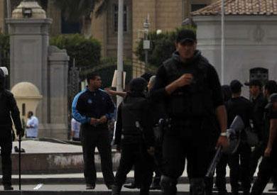 شرطة أمام جامعة عين شمس