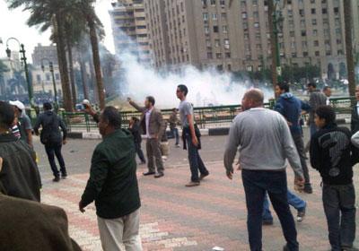 الأمن المركزي استخدم القنابل المسيلة للدموع لمواجهة المعتصمين