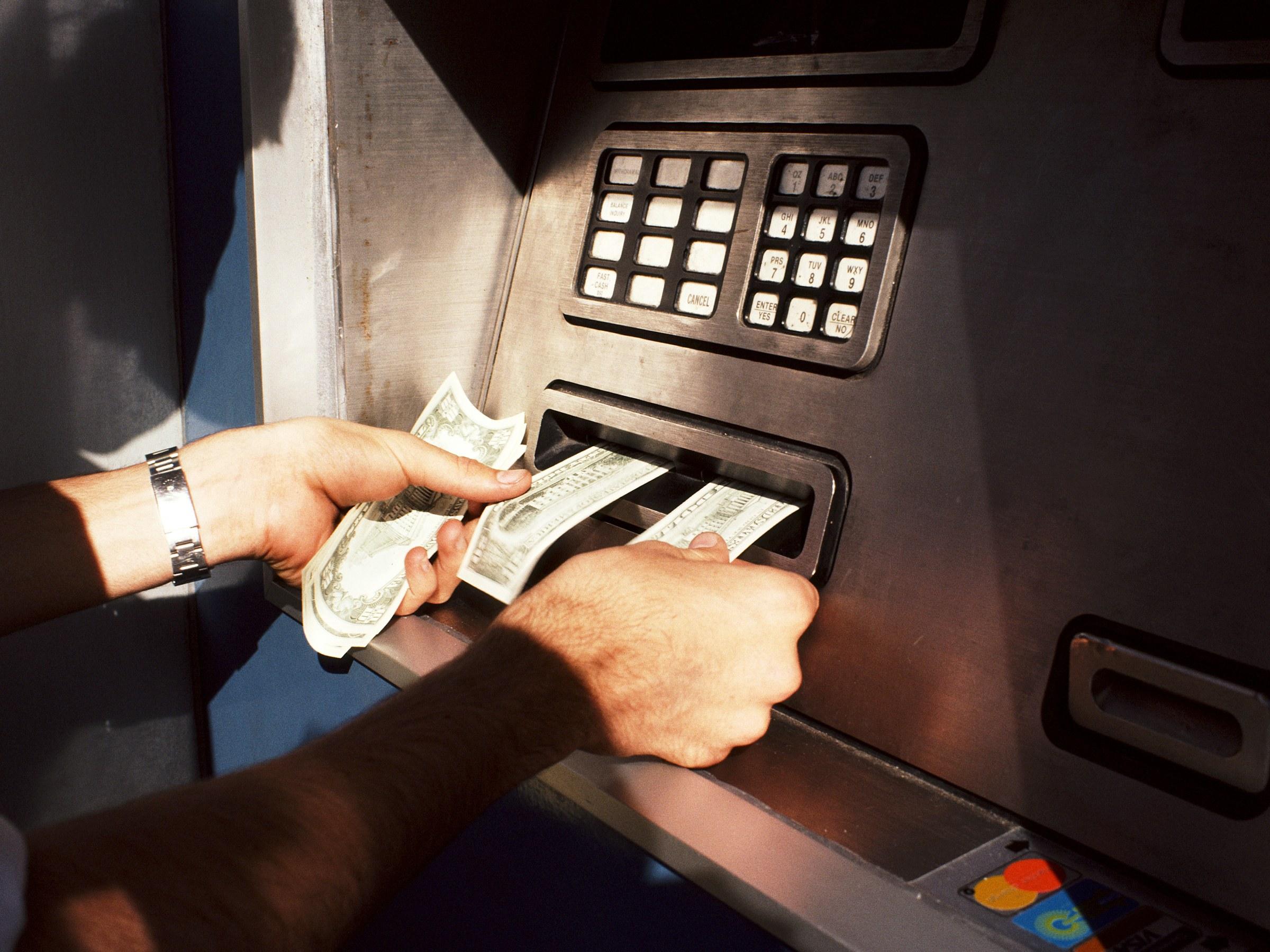 موظف صيانة الـ«ATM» يستولي على 4 ملايين جنيه