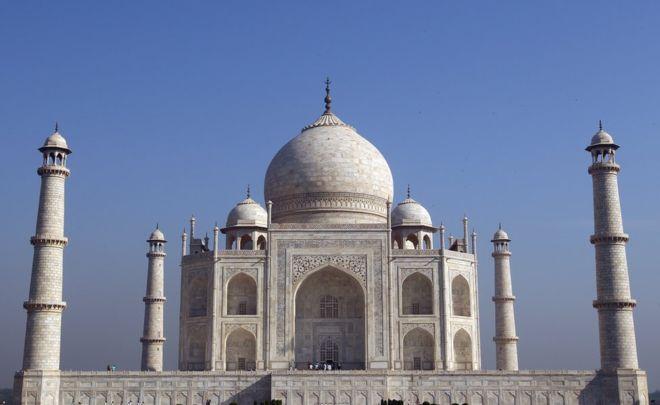 """يقع ضريح """"تاج محل"""" في مدينة أغرا شمالي الهند"""