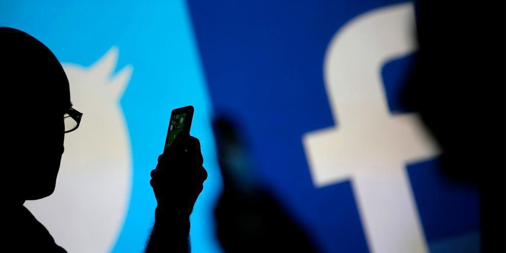 فيسبوك وتويتر يشددان القيود على الإعلانات السياسية