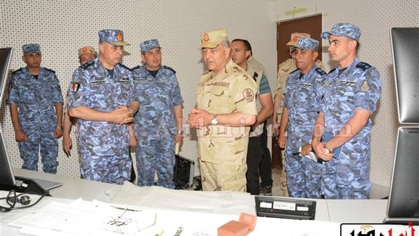 الفريق «حجازي» يتفقد عددا من منظومات التسليح وعناصر التأمين القتالي بالقوات البحرية