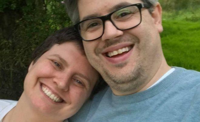 صورة التقطت السنة الماضية لليندسي وزوجها