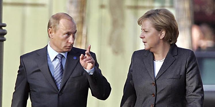 بوتين لميركل: الغارات الغربية على سوريا تنتهك القانون الدولي