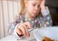 توصلت الدراسة التي أجرتها جامعة كوليدج لندن إلى أن البيئة المنزلية تعد سببا رئيسيا لتناول الطعام بدافع انفعالي
