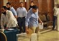 مصريون يدلون بأصواتهم في إحدى السفارات المصرية