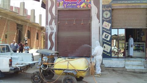 تطهير وتعقيم المنشآت الحكومية والشوارع بقرية المعتمدية