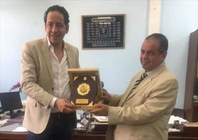 مروان عبد الحميد نقيب جمارك القاهرة، والشحات غتوري رئيس مصلحة الجمارك