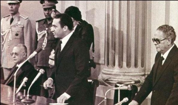 مبارك وعلى يساره أبو طالب في مراسم أداء اليمين الدستورية - 14 أكتوبر 1981