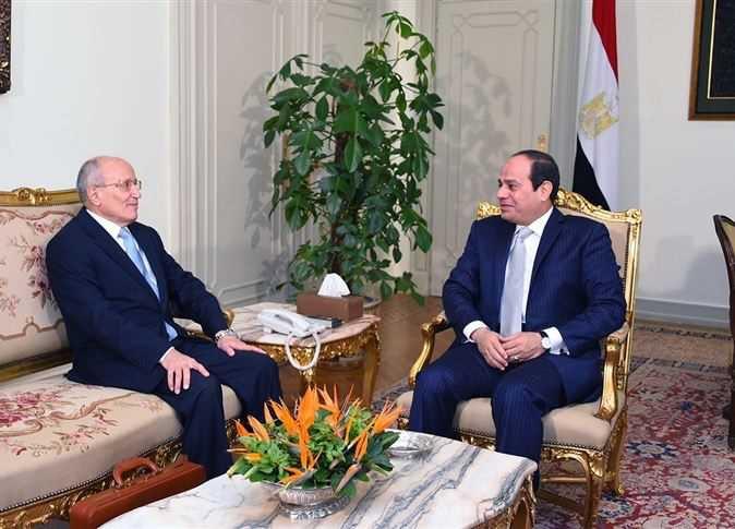 الرئيس عبد الفتاح السيسي والوزير الراحل الفريق محمد العصار - صورة أرشيفية