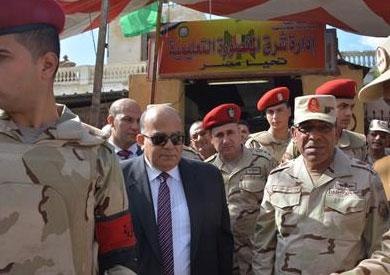محافظ الدقهلية وقائد الجيش الثاني يتفقدان لجان التصويت بالمنصورة