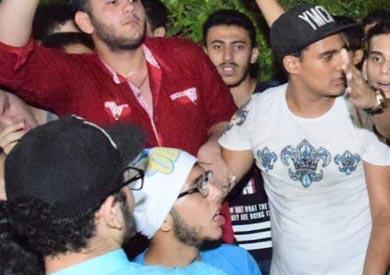 وقفة احتجاجية لطلاب الثانوية أمام مكتبة الإسكندرية ضد تسريب الامتحانات
