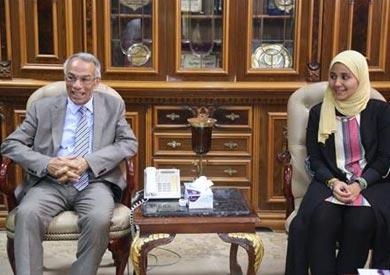 الطالبة نورهان و المحافظ
