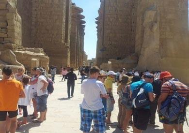 وصول 77 سائحًا من إسبانيا إلى الأقصر لزيارة المناطق الأثرية والسياحية