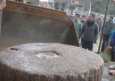 نقل تابوت أثري يزن 20 طنا لمعبد بهبيت الحجارة بسمنود