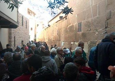 بالصور.. زيارة وفد أسر ضحايا الزلزال الإيطالي لدير سانت كاترين