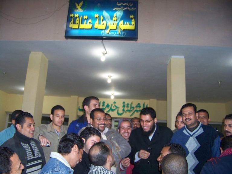 صورة أرشيفية، عمال المصنع أثناء تقديمهم بلاغ ضد أبو العينين بسبب الأزمات المتلاحقه بالمصنع