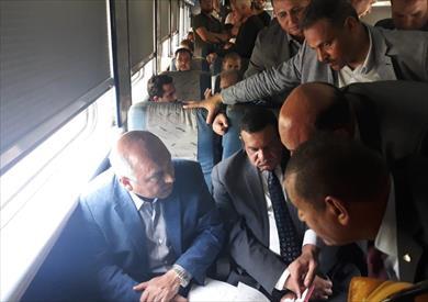 الوزير داخل القطار