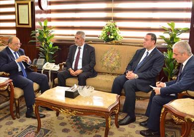 وزير التنمية المحلية مع وزير الحكم المحلي الفلسطيني