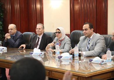 وزيرة الصحة خلال اجتماعها