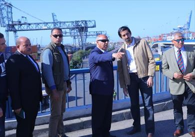 وزير النقل يتفقد معدلات إنجاز مشروعات ميناء الإسكندرية