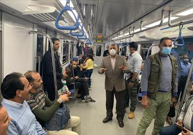 جولة لوزير النقل بمحطة مترو الشهداء ومحطة مصر
