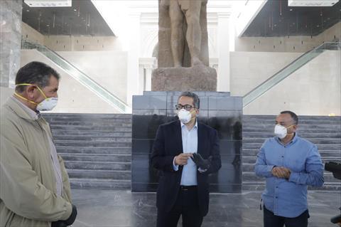 وزير السياحة والآثار يتفقد متحف العاصمة