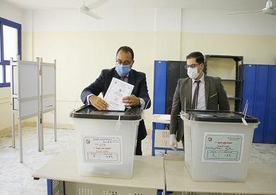 رئيس الوزراء يصوت في انتخابات مجلس الشيوخ تصوير أحمد عبدالفتاح 