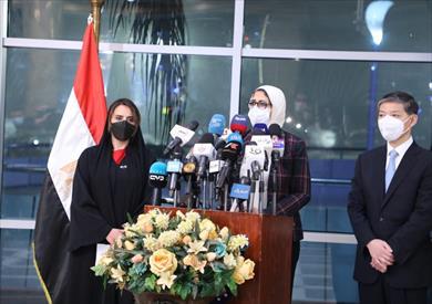 وزيرة الصحة خلال تسلم شحنة لقاح كورونا