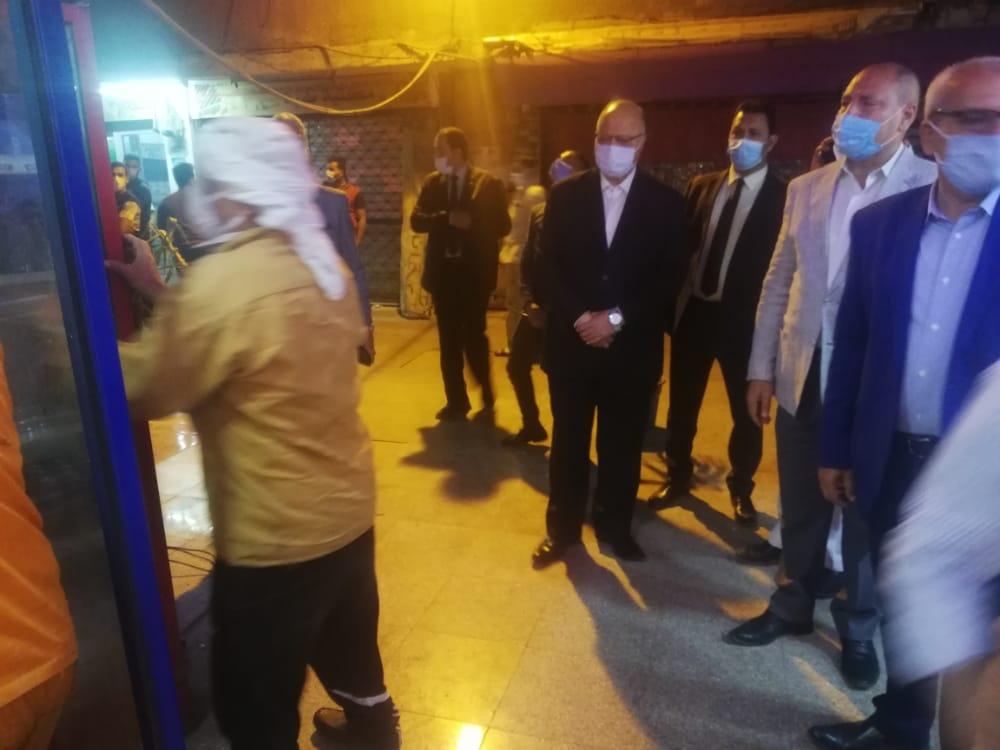 محافظ القاهرة خلال جولته في الحملة