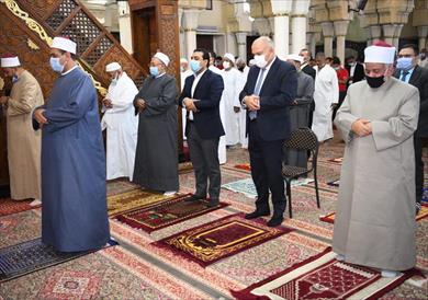 محافظ قنا يؤدى صلاة عيد الفطر