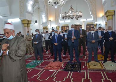 محافظ المنيا يؤدي صلاة عيد الفطر بمسجد الفولى