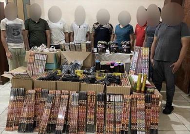 ضبط 5 متهمين بجلب الألعاب النارية