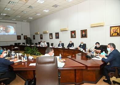 وزير الآثار يعقد اجتماعا