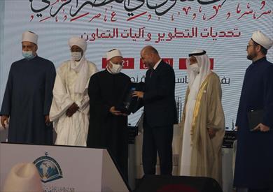 قاضي قضاة فلسطين يتسلم جائزة الإمام القرافي نيابةً عن مفتي القدس