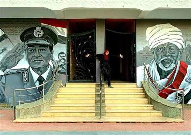 فنانة أسوانية تبدع في رسم جدارية للمشير طنطاوي وأحمد إدريس صاحب شفرة أكتوبر