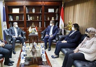 وزيرا السياحة والطيران يبحثان سبل دفع الحركة الوافدة لمصر