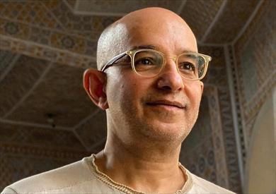 الشاعر السعودي غسان الخنيزي يفوز بجائزة سركون بولص