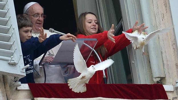 في الفاتيكان: حمائم السلام تقع فريسة الغربان والنوارس - بوابة الشروق
