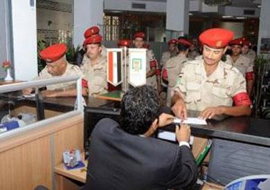 رجال القوات المسلحة يتبرعون لصالح تحيا مصر- أرشيفية