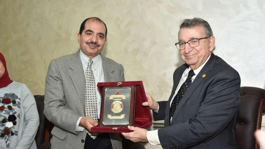 الدكتور مصطفى السيد بكلية العلوم جامعة عين شمس