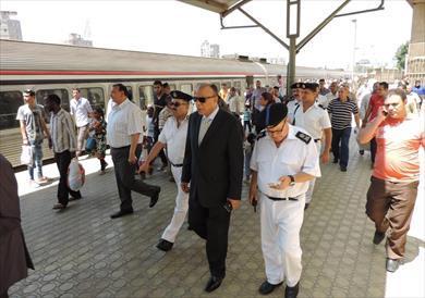 مدير شرطة النقل يتفقد إجراءات تأمين محطات المترو والسكة الحديد قبل عيد الفطر