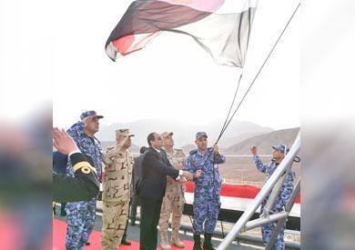 أثناء رفع العلم المصرى