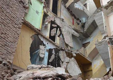 انهيار منزل مكون من 5 طوابق وتصدع 4 آخرين بالمحلة