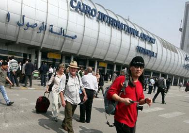وزير الداخلية يصدر قرارا بزيادة رسوم تأشيرات دخول الأجانب إلى البلاد