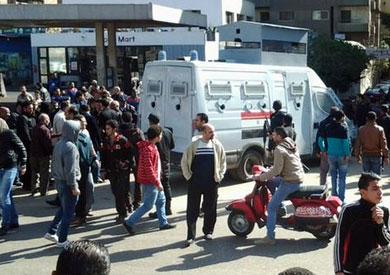 أهالي متهمي مظاهرات «25 أبريل» يحتشدون أمام معسكر الأمن المركزي