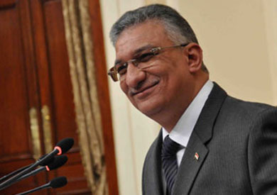 الدكتور أحمد زكى بدر، وزير التنمية المحلية