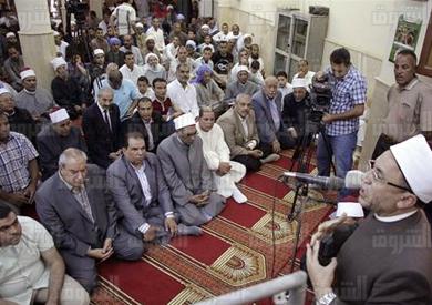 صلاة الجمعة بمسجد «قرية الكرم» بحضور محافظ المنيا ومدير الأمن - تصوير: أحمد عبداللطيف